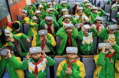 Students in China use VR google while learning about science