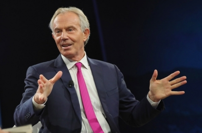 Tony Blair speaking on stage