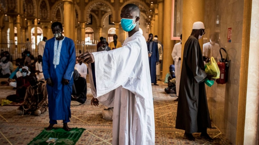 Religious leaders enforce public health measures in Senegal